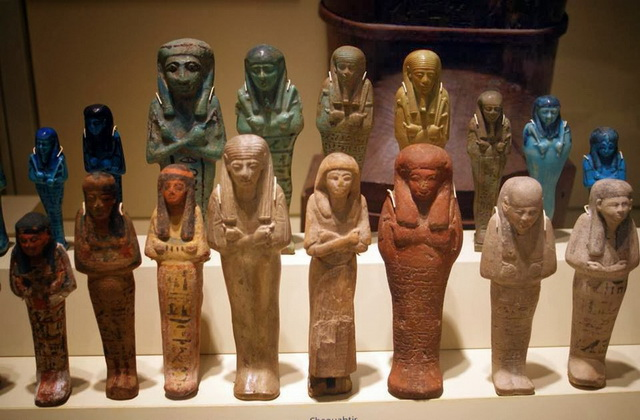 Ancient-Egyptian-arts-the-Shabtis-and-boxes-of-Tutankhamun